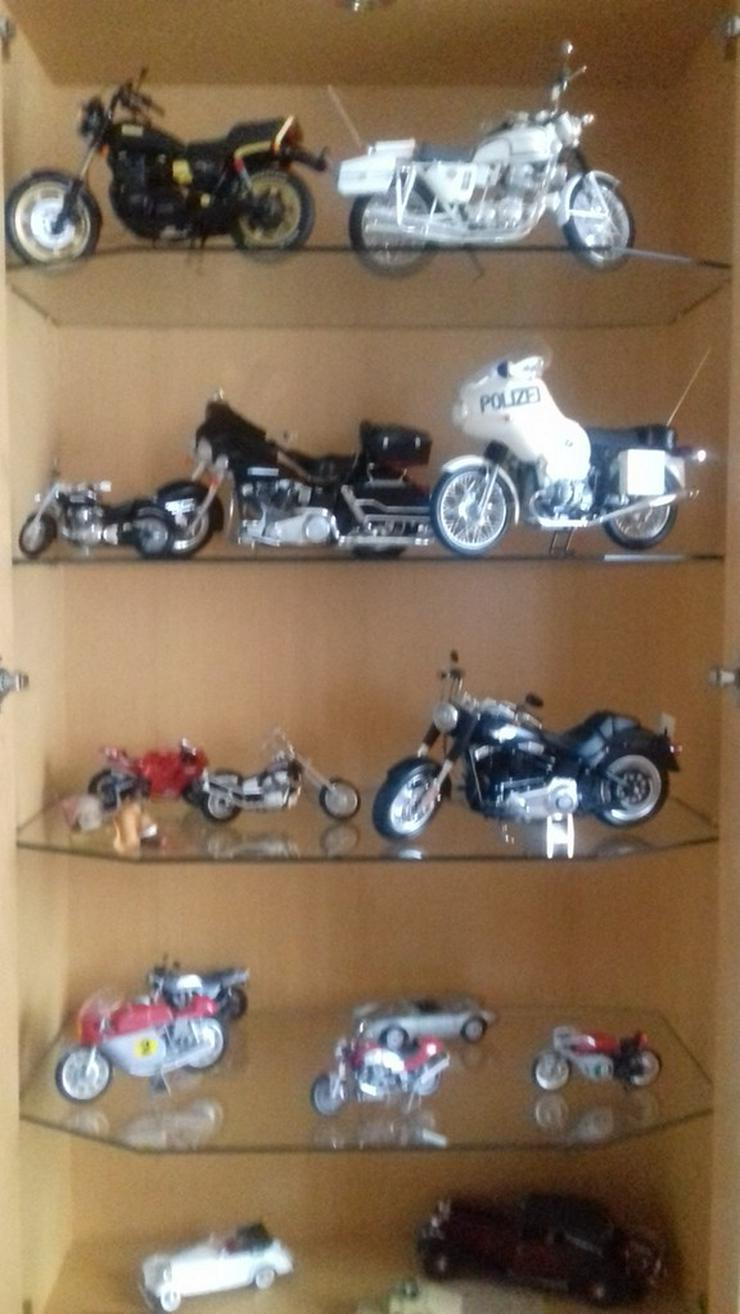 Modelmotorräder  zusammengebaut