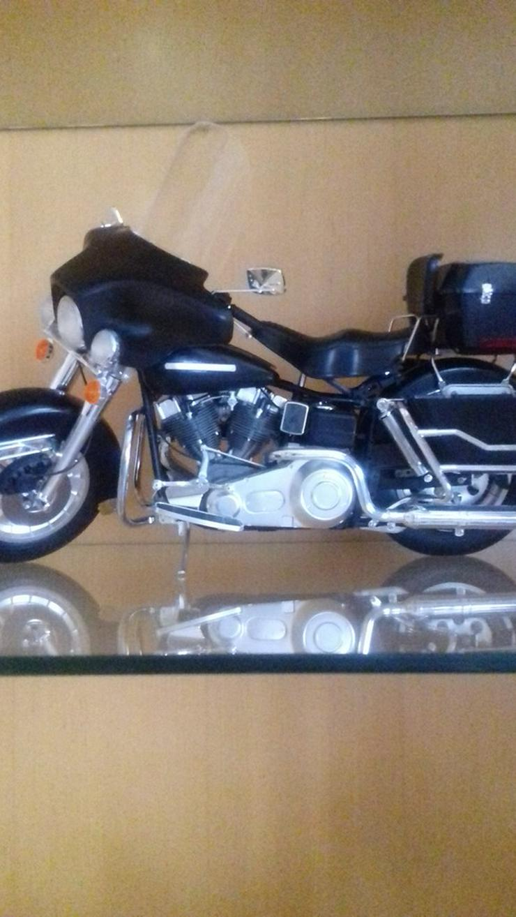 Bild 4: Modelmotorräder  zusammengebaut
