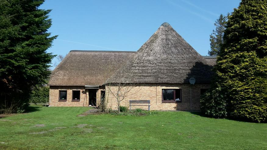 Bauernhaus mit Reetdach in Nordfrieland
