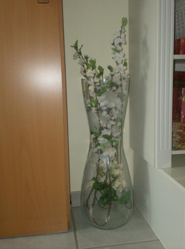 große Glasvase mit Blumenmuster