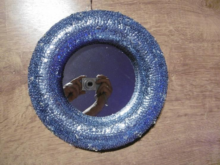 Bild 2: Paillettenbesetzter Spiegel LED-Beleuchtet