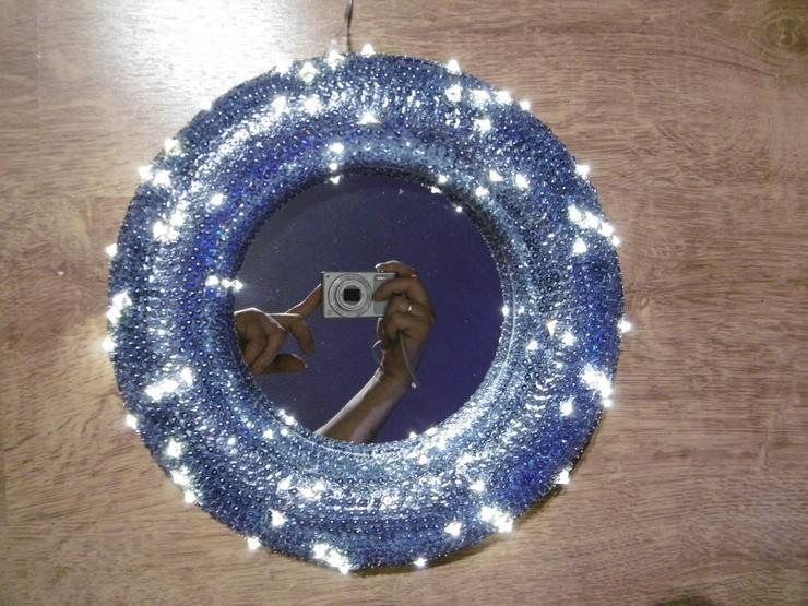 Bild 3: Paillettenbesetzter Spiegel LED-Beleuchtet