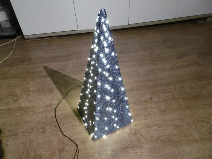 Bild 2: Pyramide,LED beleuchtet