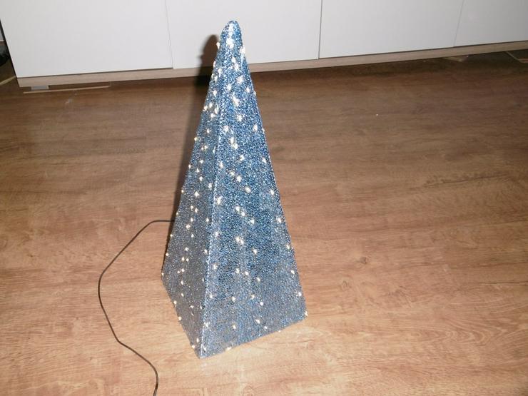 Bild 3: Pyramide,LED beleuchtet