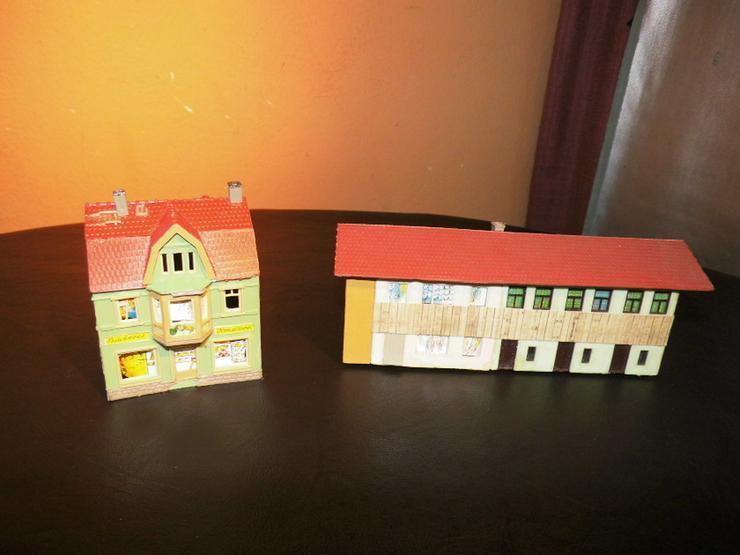 2 Häuser Modellbahn Spur H0 / Reihenhaus + Woh - Bild 1