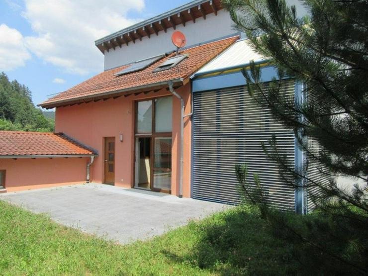 Bild 4: Außergewöhnlich gestaltetes Architekten-Einfamilienhaus mit Einliegerwohnung in Neckarge...