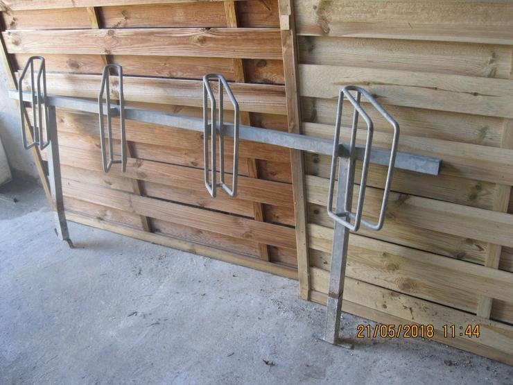 Bild 3: Fahrradständer einseitig für 4 Fahrräder