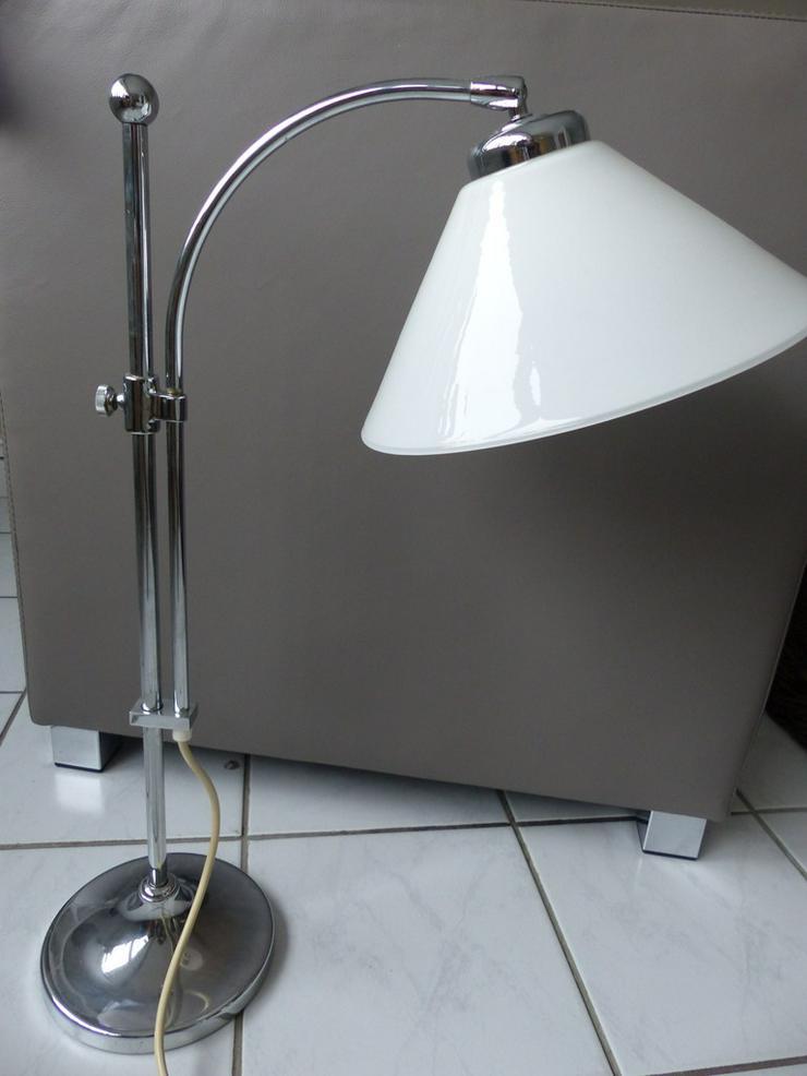 Tischlampe mit massivem Chromgestell