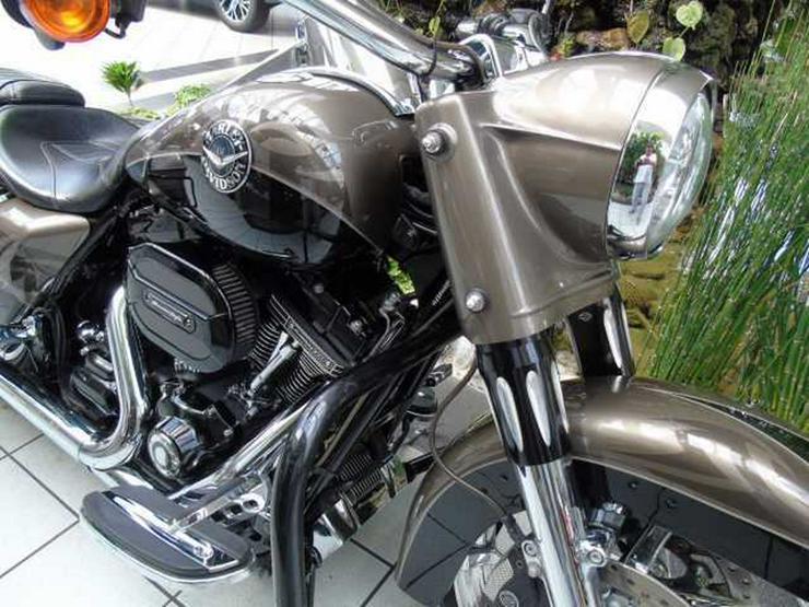 Bild 2: HARLEY DAVIDSON Road King CVO FLHRSE ABS 110 CUI Screamin Eagle