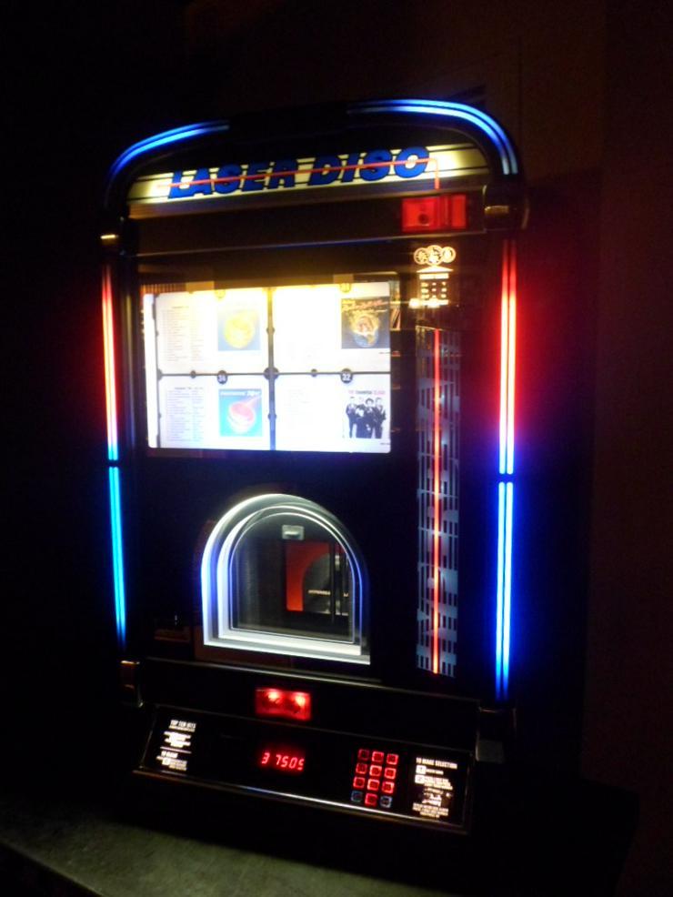 Musikboxen CD Wandbox Jukebox für 100 CDs.