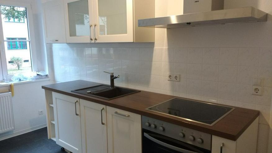 Bild 1: Hochwertige, neue Einbauküche mit allen Geräten