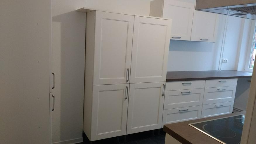 Bild 2: Hochwertige, neue Einbauküche mit allen Geräten