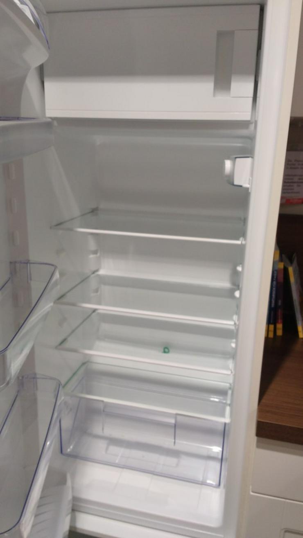 Bild 3: Hochwertige, neue Einbauküche mit allen Geräten