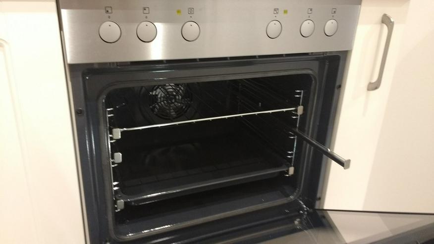 Bild 4: Hochwertige, neue Einbauküche mit allen Geräten