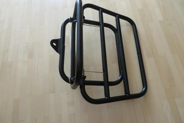 Bild 2: Klappbarer Gepäckträger für Roller