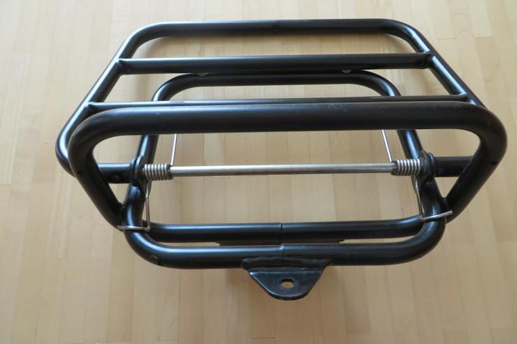 Bild 3: Klappbarer Gepäckträger für Roller