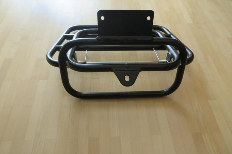 Bild 4: Klappbarer Gepäckträger für Roller