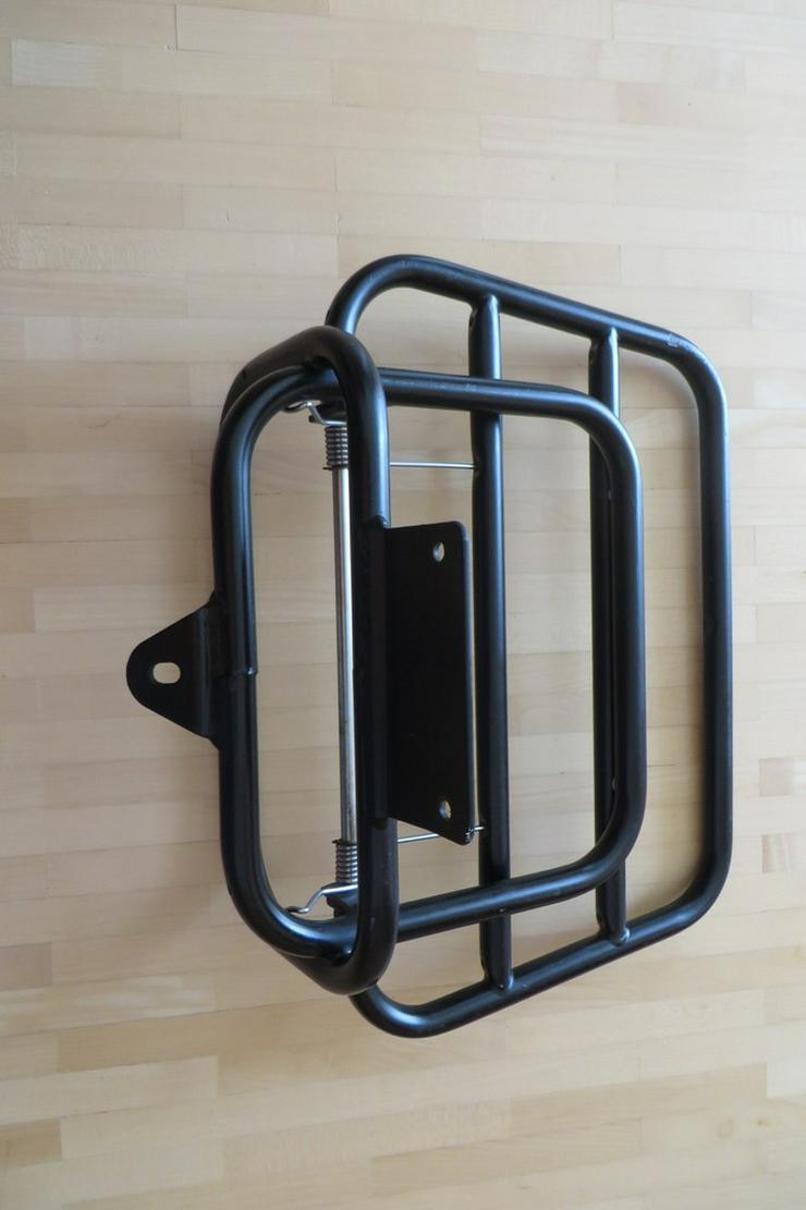 Bild 5: Klappbarer Gepäckträger für Roller