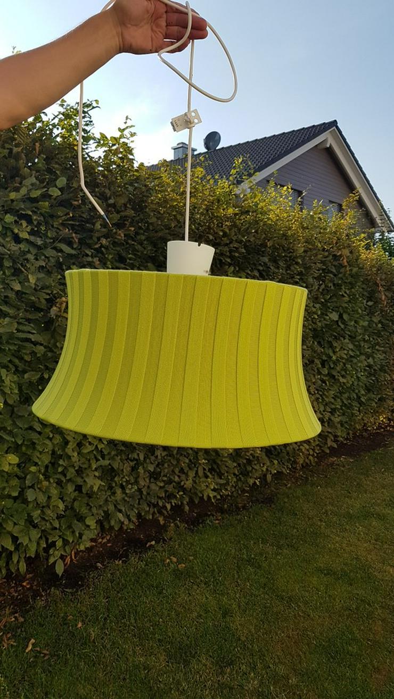 Besondere Deckenlampe aus grünem Stoff