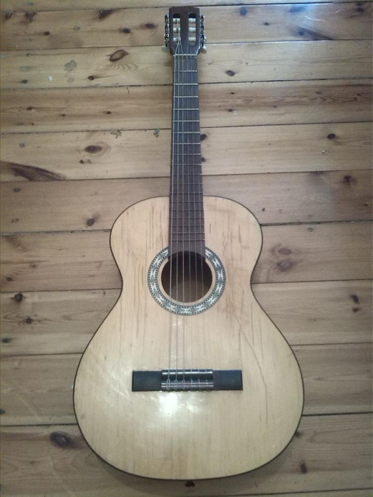 Bild 2: Akustik Gitarre