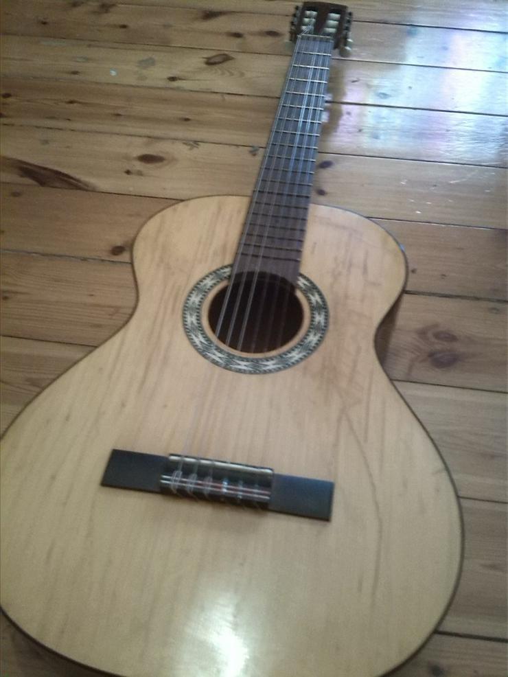 Bild 3: Akustik Gitarre