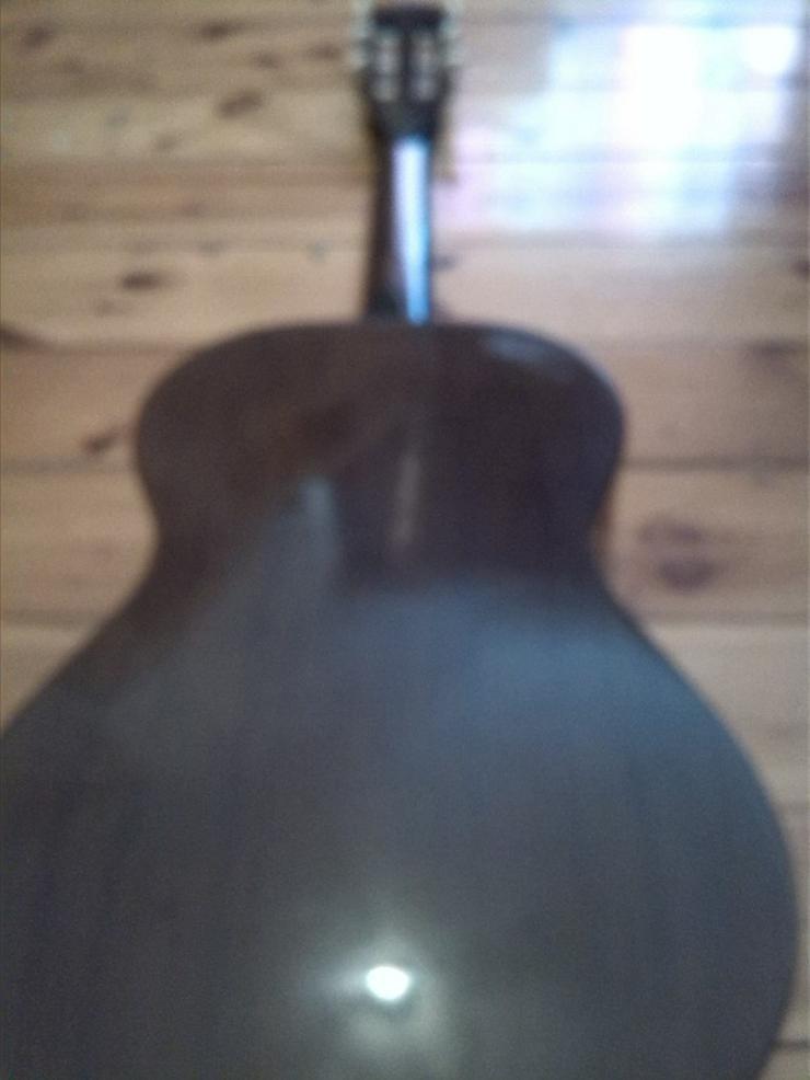 Bild 4: Akustik Gitarre