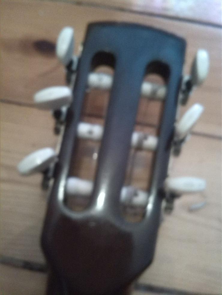 Bild 5: Akustik Gitarre