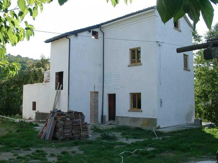 PROVISIONSFREI: Einfamilienhaus in den Weinbergen der Region vor PAVIA