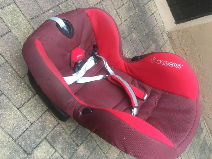 Bild 3: Autositz in rot gut erhalten!