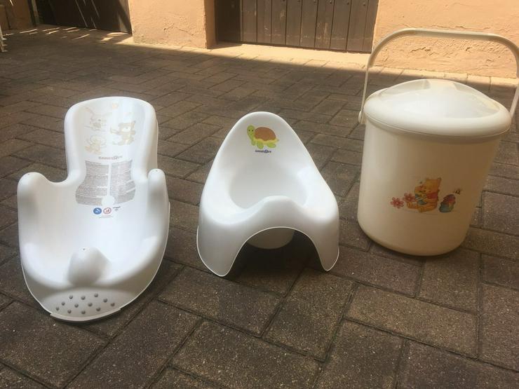 Bild 2: Neuwertige Babybadewanne mit Ständer, u.a.