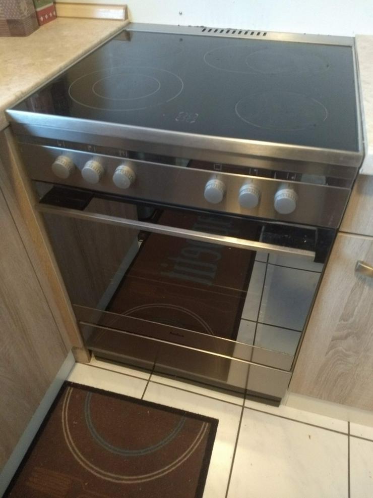 Küche: Geräte + Möbel