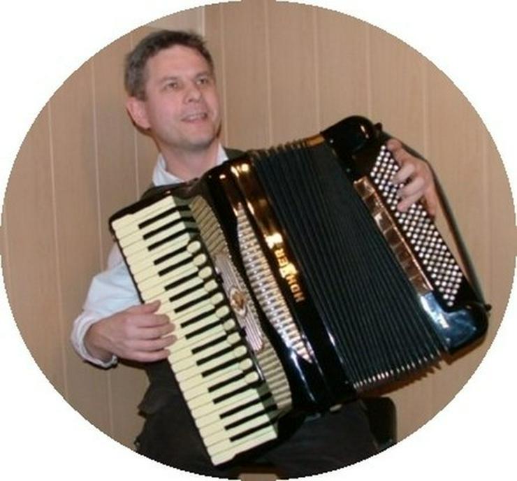 Musikunterricht: Akkordeon und Keyboard