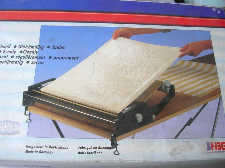 Bild 2: Tapeteneinkleister- und Schneidemaschine