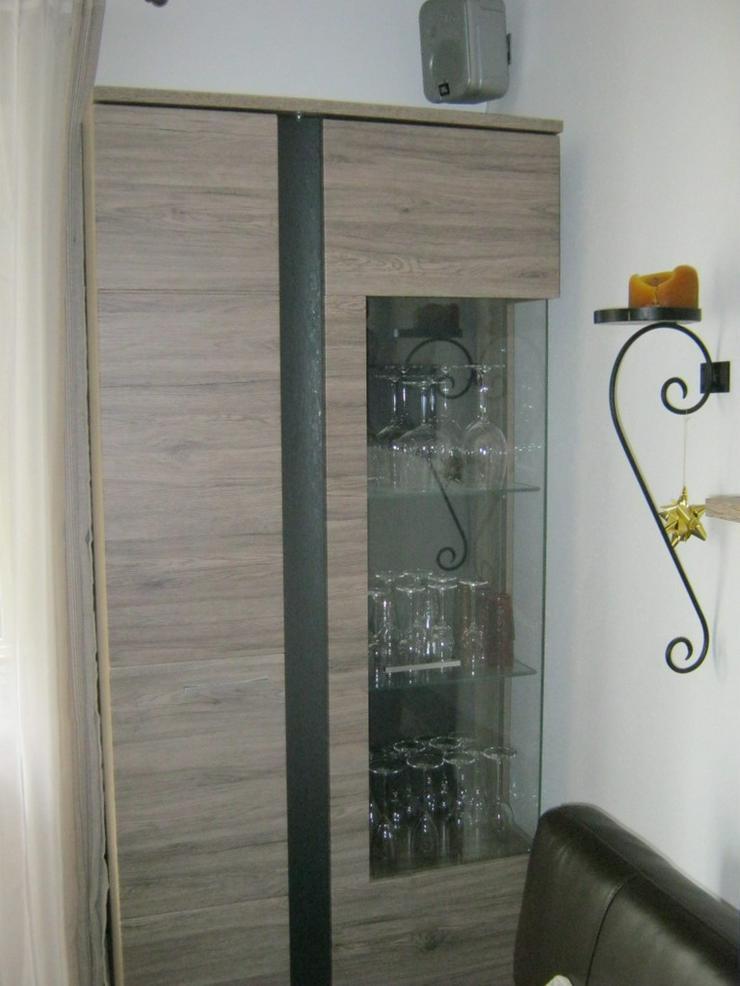 Bild 3: Hochwertiges Wohnzimmer mit Ledersofas