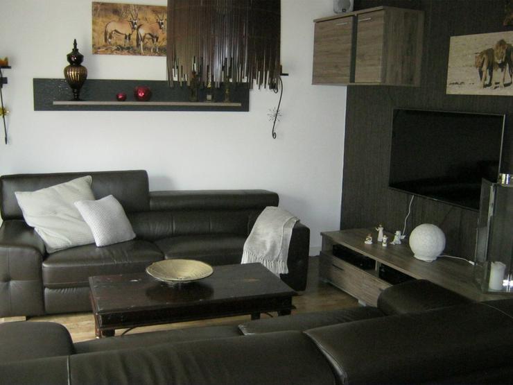 Hochwertiges Wohnzimmer mit Ledersofas