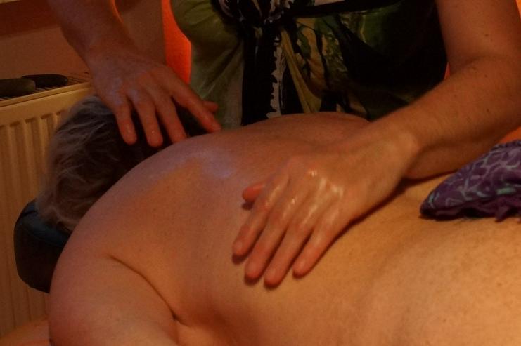 Bild 4: Lomi Lomi Massagen bei Wellness & Passion