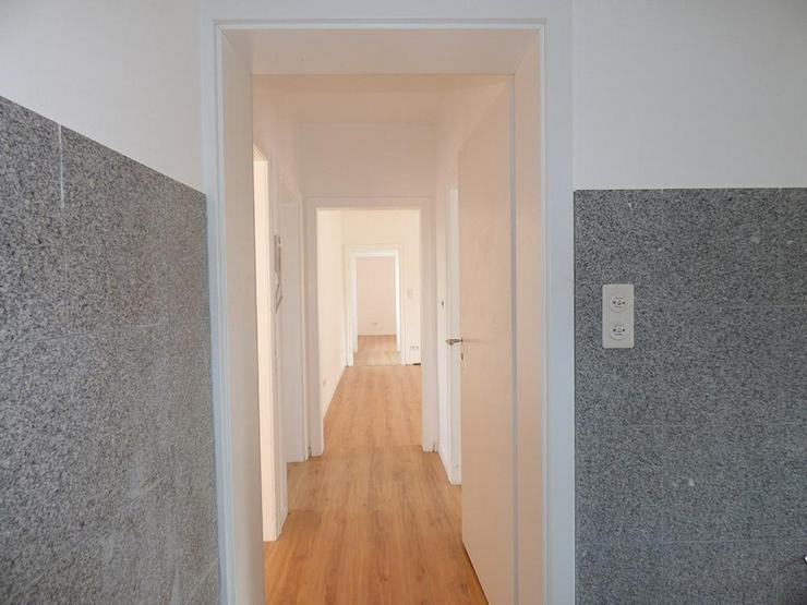 Bild 3: Renovierte 4-Zimmer-Stadtwohnung mit Dachterrasse!
