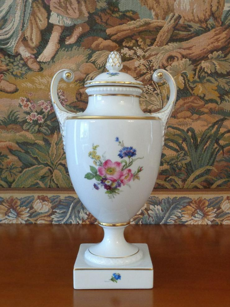 repräsentative Amphoren-Vase von der deutschen Porzellan-Manufaktur Fürstenberg