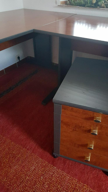 Bild 1: Büromöbel