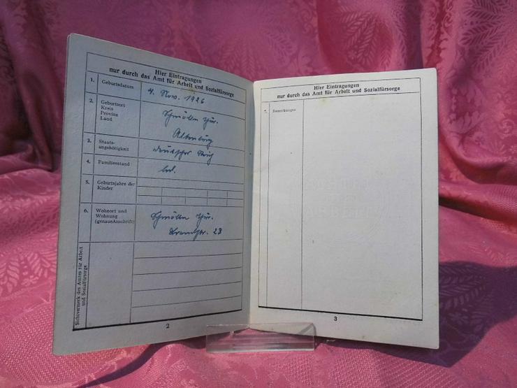 Bild 5: Arbeitsbuch Ausgabe 1946 / 1948 ausgestellt /