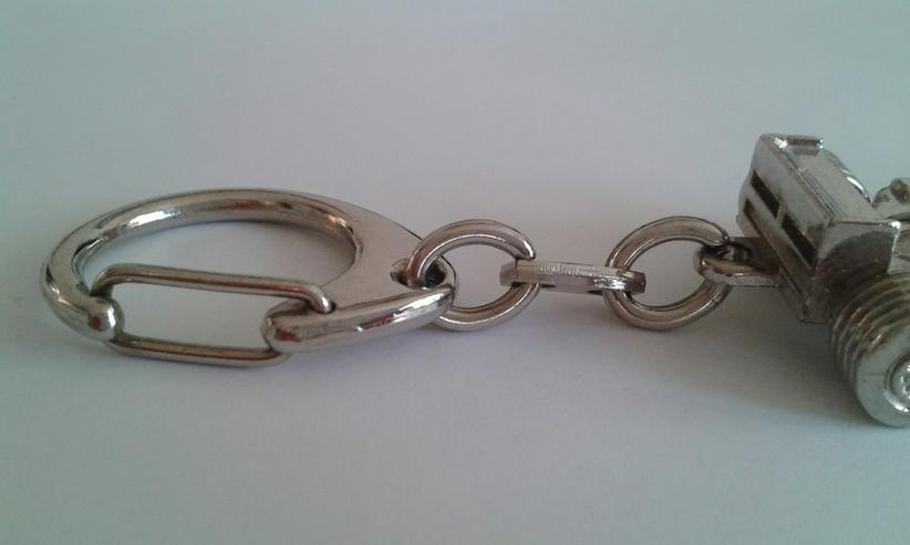 Bild 3: Formel 1 Schlüsselanhänger - Metall/Chrom