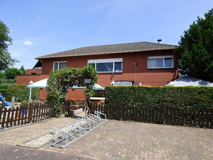 Bild 2: Bungalow (ca. 130 m²) mit Gaststätte (ca. 222 m²) bzw. 2 zusätzliche Wohnungen!