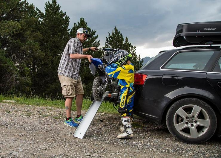Bild 3: Motorrad Moped Träger auf der Anhängerkupplung