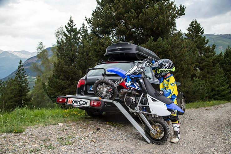 Bild 4: Motorrad Moped Träger auf der Anhängerkupplung