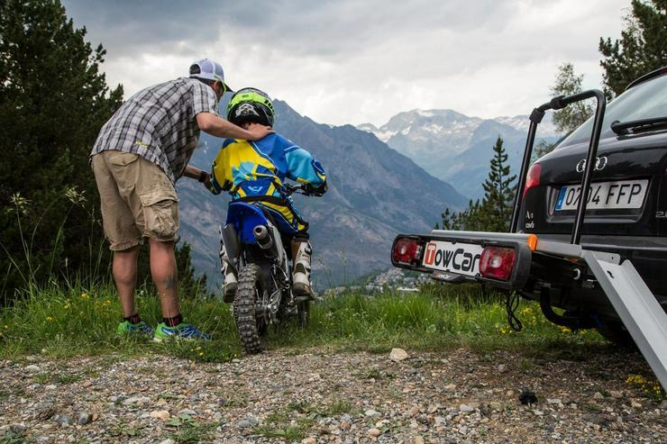 Bild 5: Motorrad Moped Träger auf der Anhängerkupplung