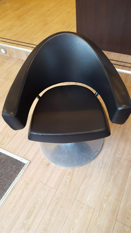 Bild 2: Friseureinrichtung Stühle