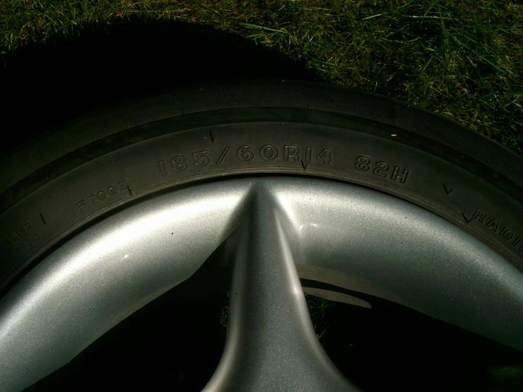 Bild 3: 4 Alufelgen mit Reifen
