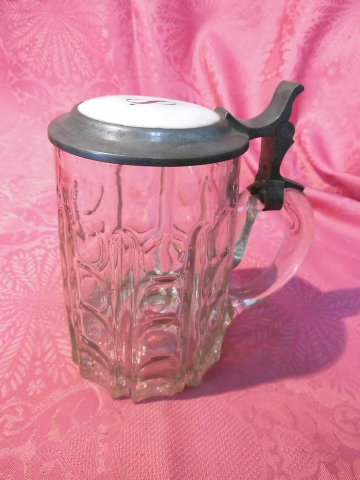 Antiker Glas Bierkrug mit Zinndeckel + Porzell - Figuren & Objekte - Bild 1
