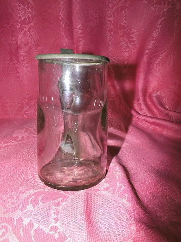 Bild 3: Antiker Glas Bierkrug mit Zinndeckel / Biersei