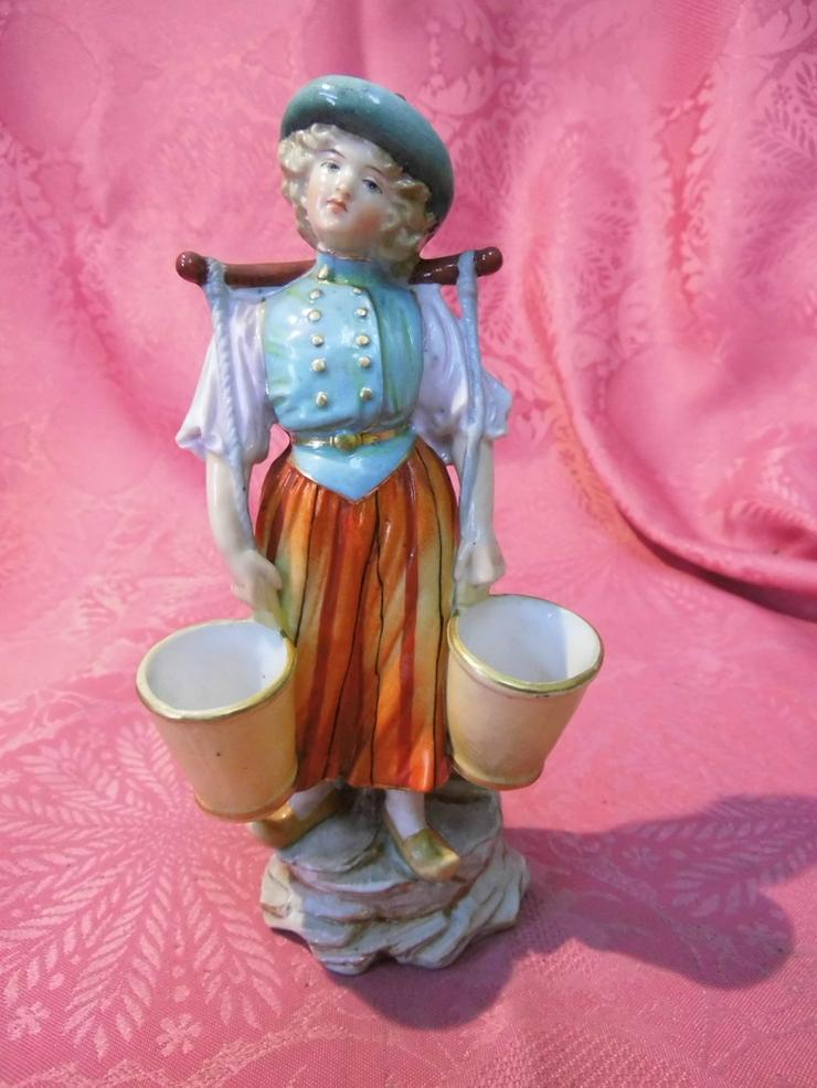 Antike Porzellanfigur Mädchen mit Wassereimer - Figuren & Objekte - Bild 1